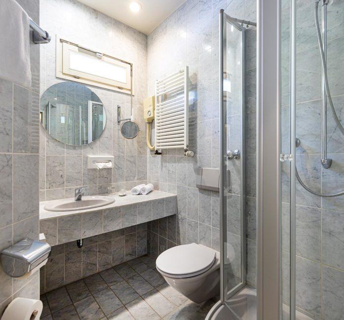 Badezimmer im Standard Zimmer